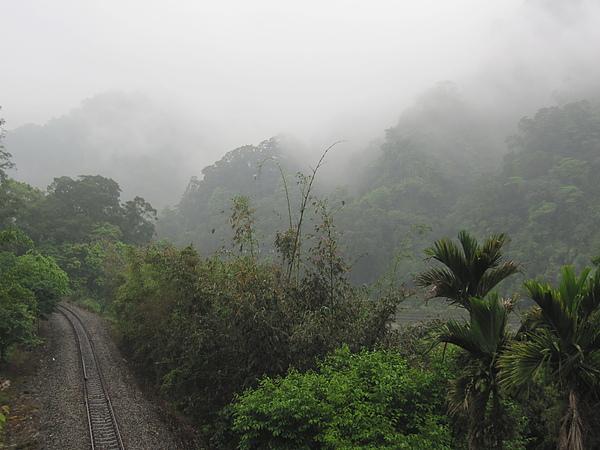 火車道與雲霧.jpg