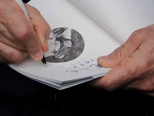 丁神父簽名.jpg