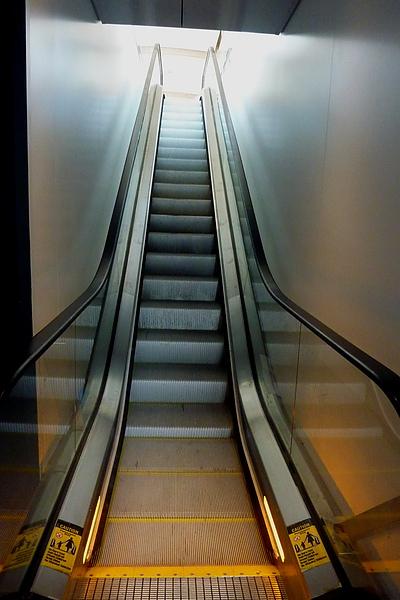 複製 -抵達演奏廳的電扶梯.jpg