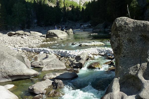 大石與溪.jpg