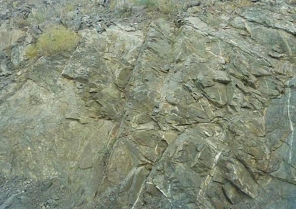 堅硬的山壁.jpg