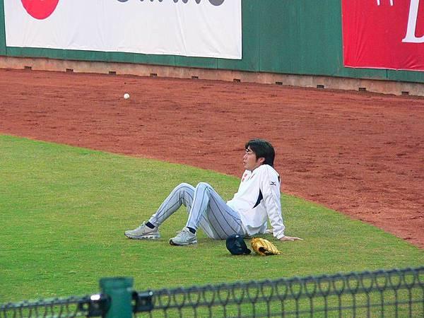 賽前投手都在外野活動