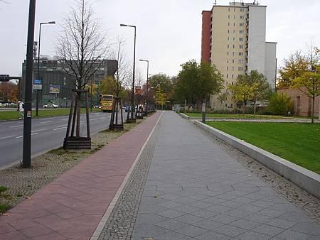 圖6 柏林的主要道路多設有自行車道,提供安全的自行車行駛空間