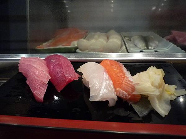 2000日幣握壽司套餐的一部分