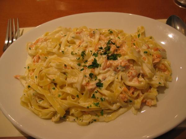 晚餐: 鮭魚奶油義大利麵