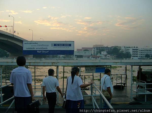 2008Thai 平淡無奇的曼谷早晨