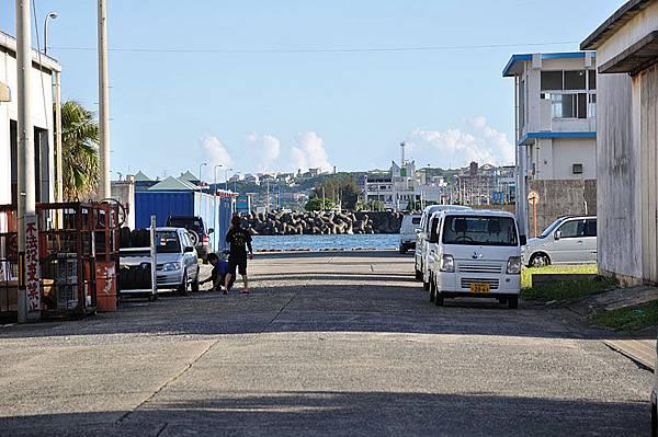 """民宿就位於德之島東南邊的""""亀徳新港""""旁"""