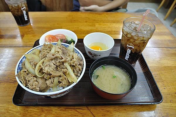 又跑來吃中餐,今天換我吃牛丼!