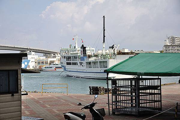 只能目送著這艘往渡嘉敷島的船慢慢離去...