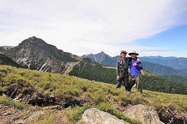 和南湖大山以及中央尖山的合照(也是自拍XD)
