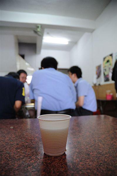 這一杯決明子麥茶不知道風靡了多少學生族的味蕾~