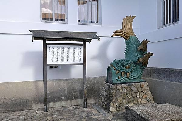 日式傳統建築常見的這隻屋頂上的鯉魚