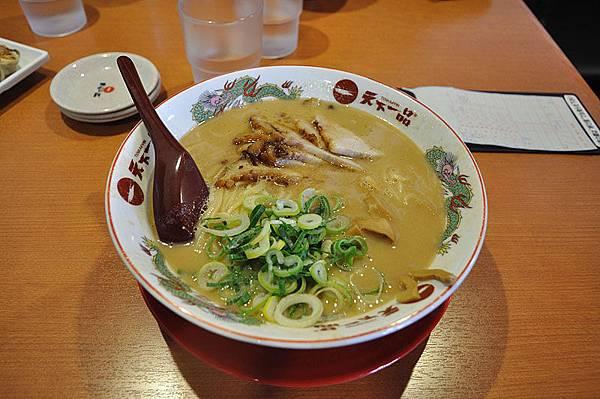 日式拉麵的湯頭都相當濃郁...