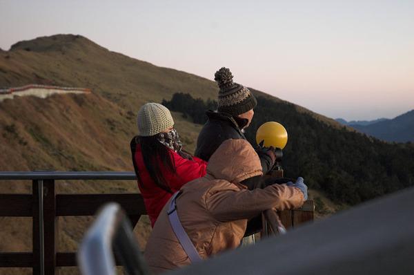 上山看日出的其他遊客
