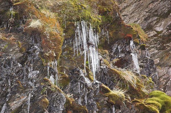 山壁上的冰錐