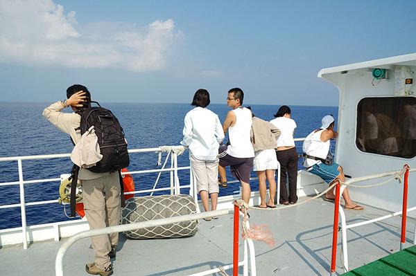 也在甲板上看風景的旅客
