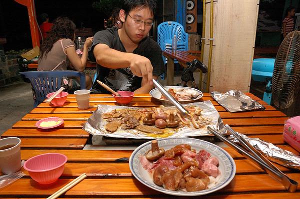 晚餐吃烤肉