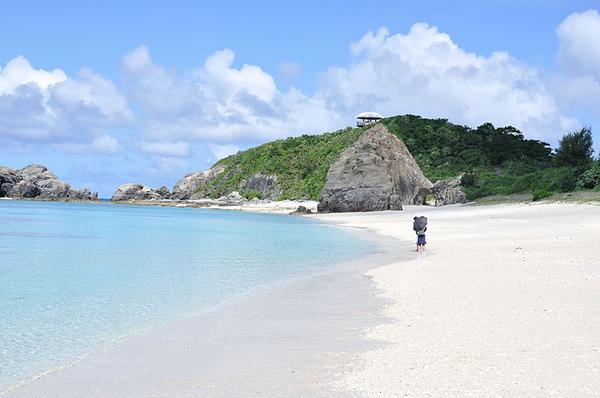 白色的沙子配上青色的海真是太美了!!