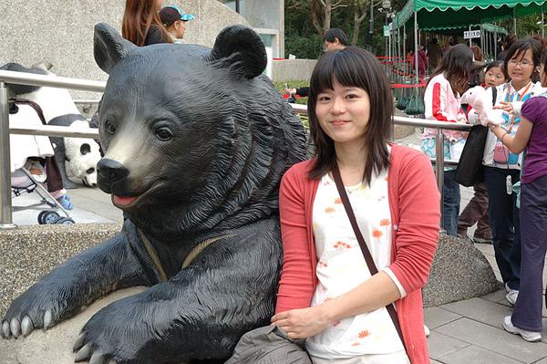 和台灣最大的食肉哺乳動物 黑熊合照一張