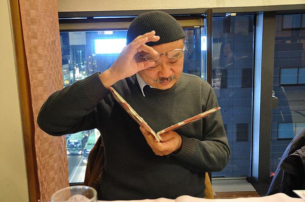 Hikida桑的眼鏡度數好像不夠了...