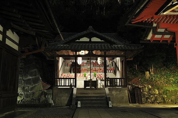 奧之院舞台旁的地藏王廟~