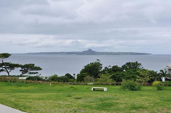眺望遠方的伊江島
