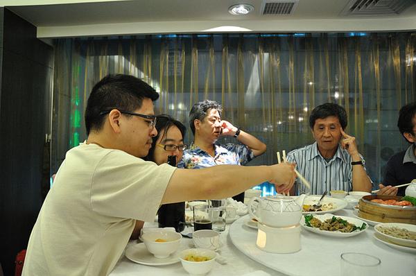 呂老師在欣葉台菜餐廳請吃飯