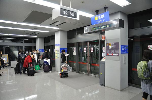 第一次來到有接駁列車的機場
