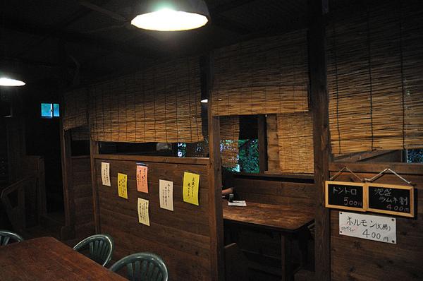 用木製的材料做隔間也有種特別的FU~