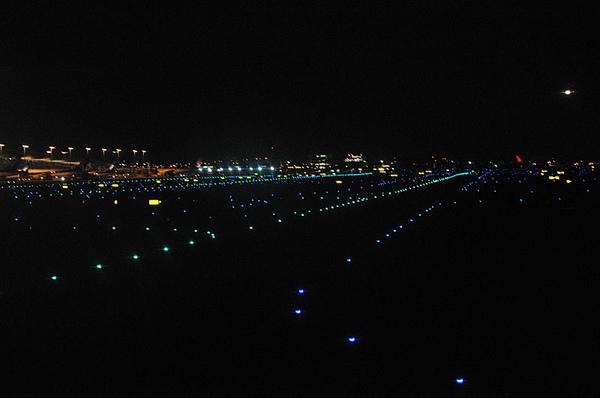 關西機場的跑道非常有特色!!