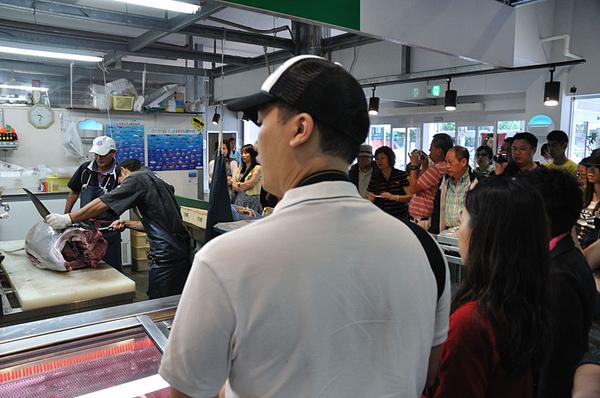 圍觀的香港旅客