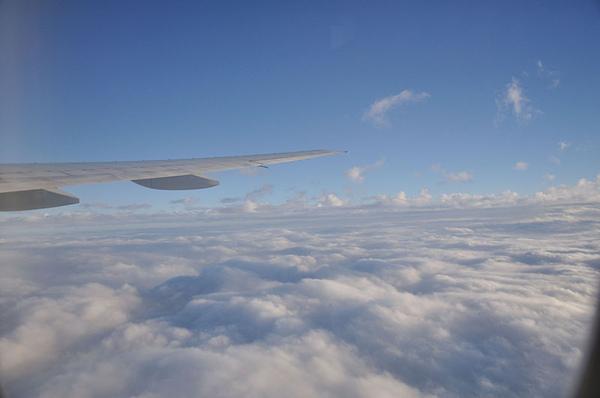 雲層上的藍天白雲真的很美!!