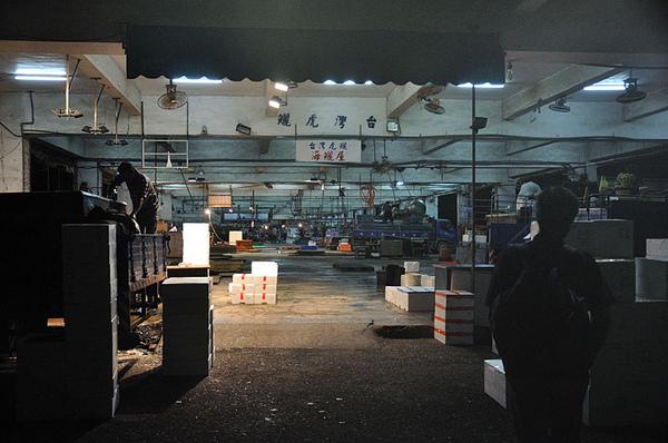 半夜的安平港魚市場