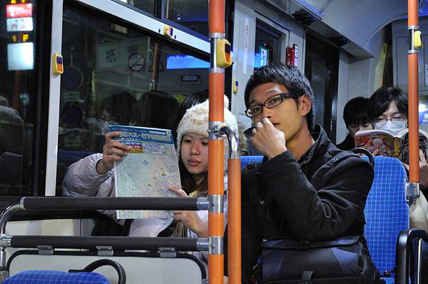 搭公車回家囉~