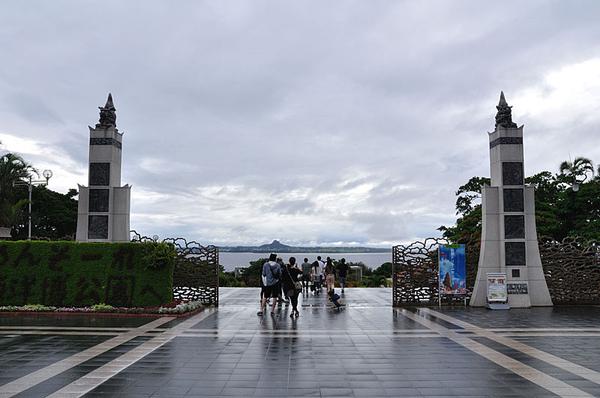 海洋博公園門口遠眺伊江島