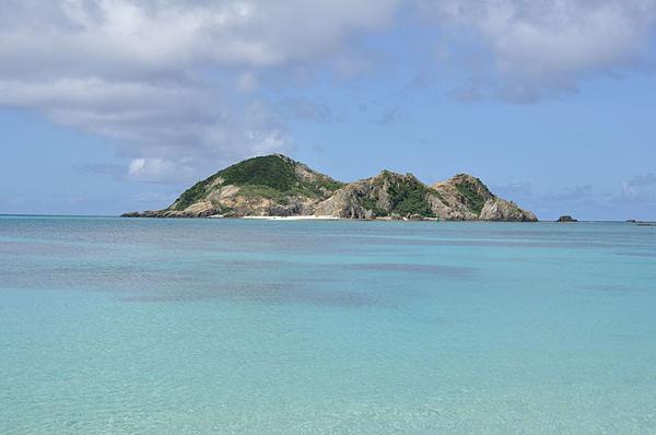 大約兩公里遠的對面有顆小島