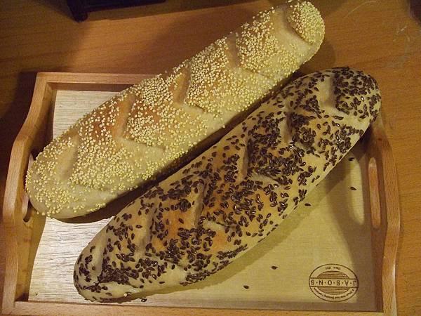 小米法國麵包~亞麻子仁法國麵包 002.jpg