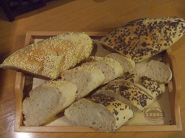 小米法國麵包~亞麻子仁法國麵包 003.jpg