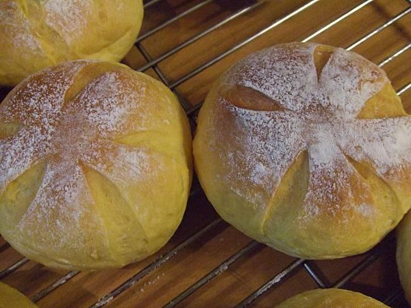 巴西里南瓜香蒜麵包 004.jpg