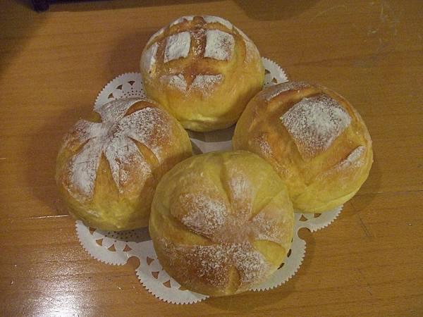 巴西里南瓜香蒜麵包 007.jpg