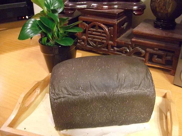 竹碳蜂蜜乳酪吐司 002.jpg