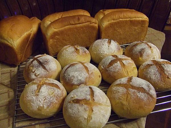 芋頭吐司~玉米麵包 005.jpg