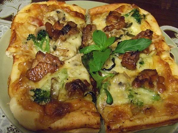 夏威夷海鮮披薩~  三杯雞披薩 018.jpg