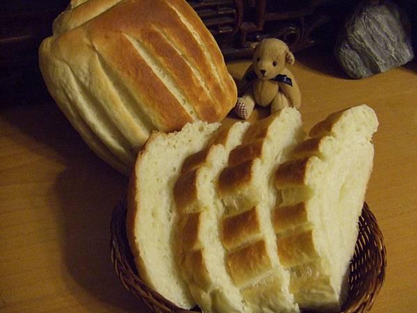 野上的牛奶哈斯麵包 003.jpg