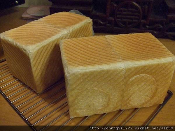 2011.12.27龐多米~ 紅酒葡萄麵包 003.jpg