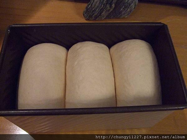 2012.3.8湯種+宵種紅香米吐司 001