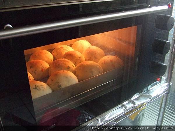 2312.3.28菠菜麵包 007