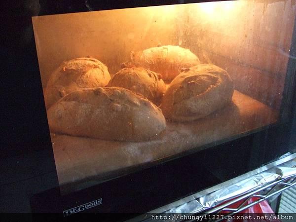 全麥核桃麵包~~石板篇 010