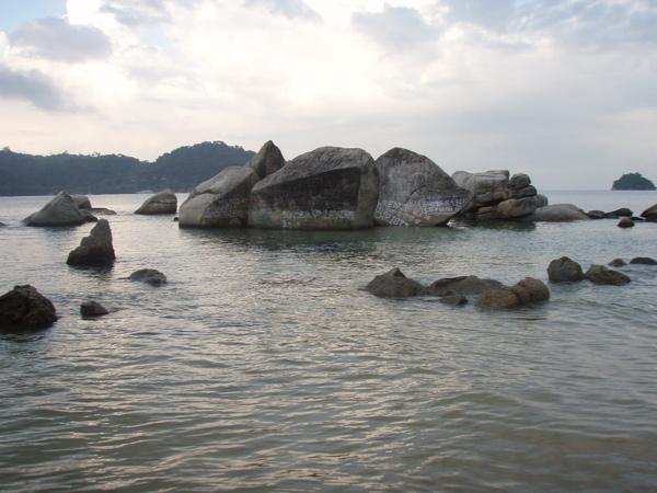 海中的巨石