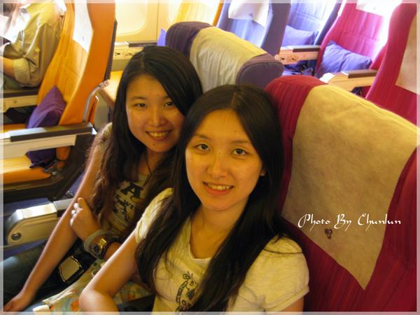 泰航機上 - 靖 & 靖